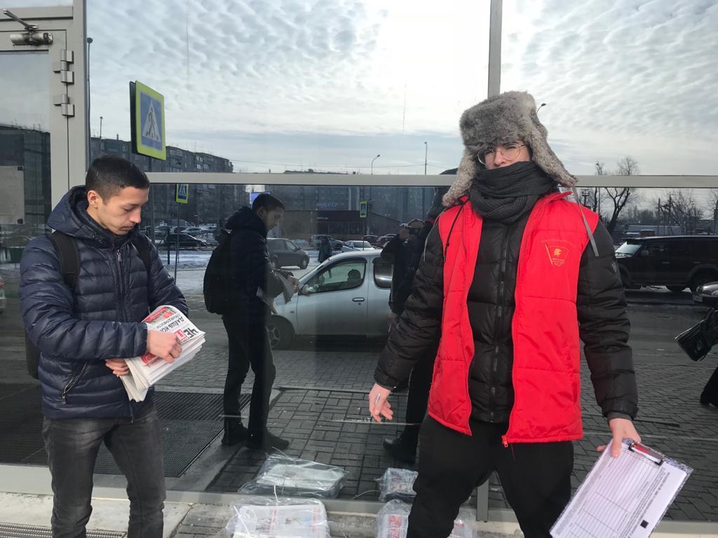 Челябинские коммунисты и комсомольцы собирают подписи за Конституцию справедливости